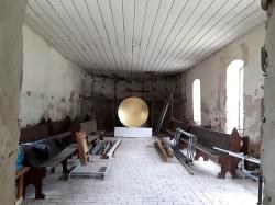 schale-in-der-alten-kirche