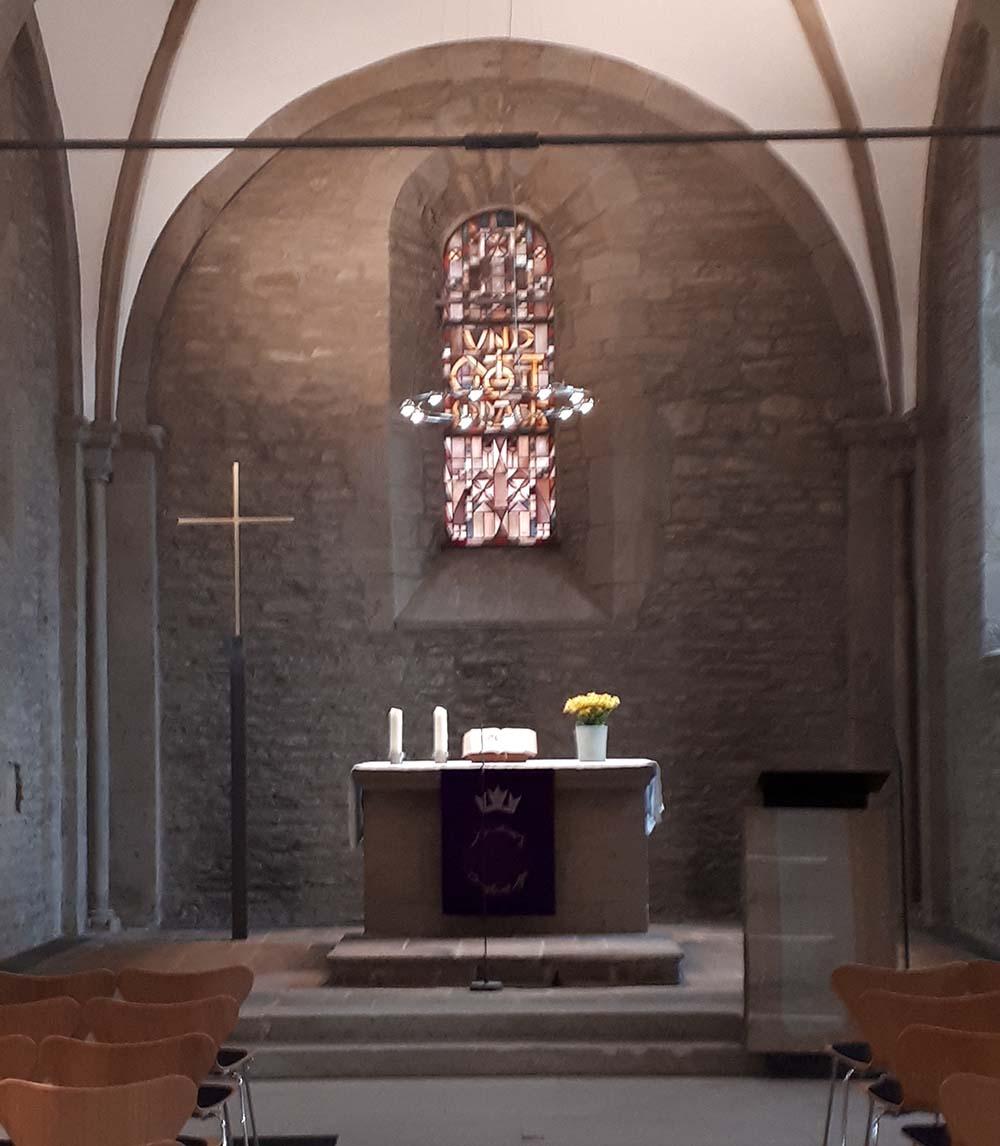 kirchderne-kreuz-altarraum